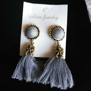 Two pairs fashion earrings!